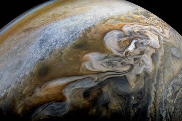 木星云带绚丽震撼 静似彩色缎带