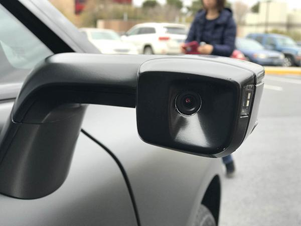 FF91用摄像头取代了后视镜。