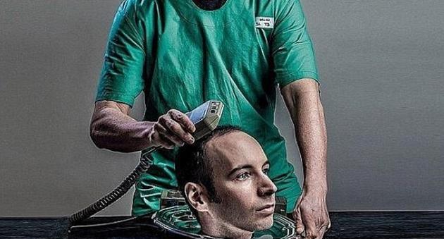 许多科学家质疑,是否有先进的医学技术支持卡纳维罗在明年秋季完成人类头部移植手术,但是卡纳维罗声称自己会这么做。