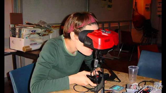 第一款VR游戏机