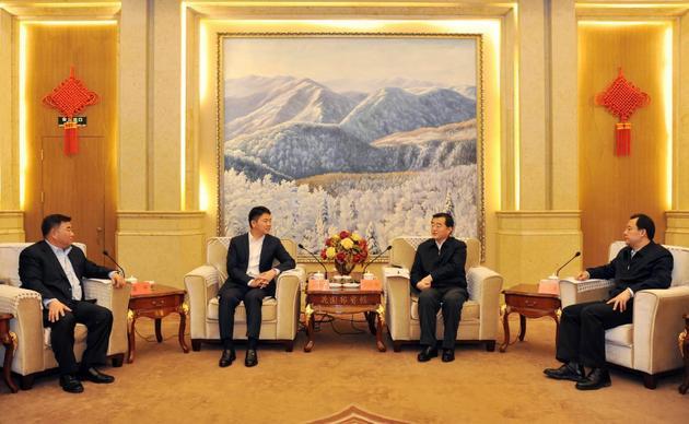 刘强东造访东三省 称未来将投资200亿元推进产业升级