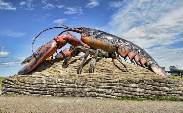 一座纪念美洲螯龙虾的雕像