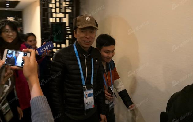 搜狐董事局主席兼CEO张朝阳抵达酒店