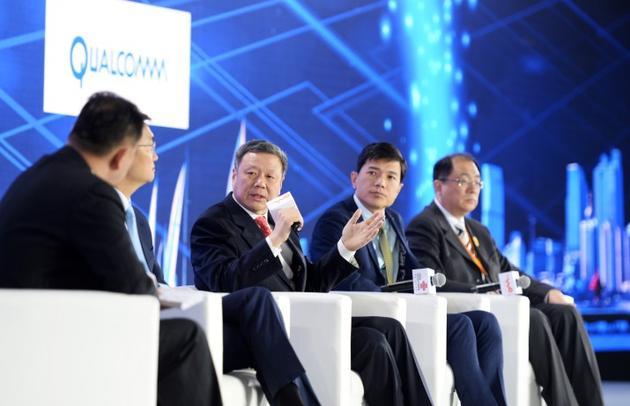 2016年联通合作伙伴大会上,王晓初与李彦宏、马化腾等探讨跨界合作