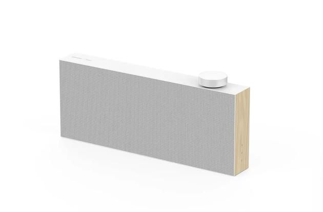 三星最新无线音箱展出 超薄身配磁铁旋钮