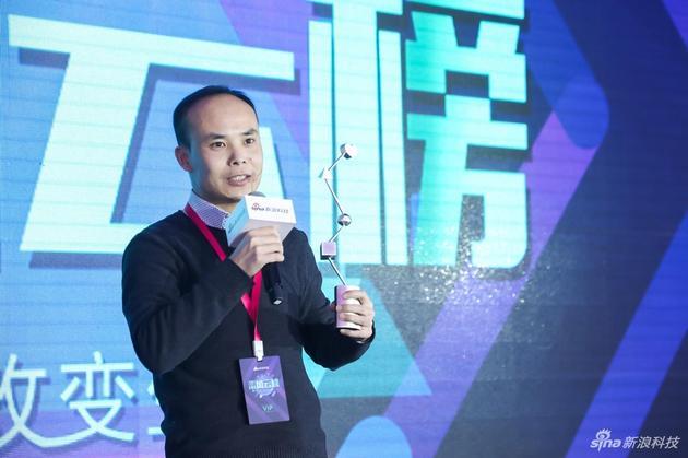 北京金立市场部总监朱万喜领奖。