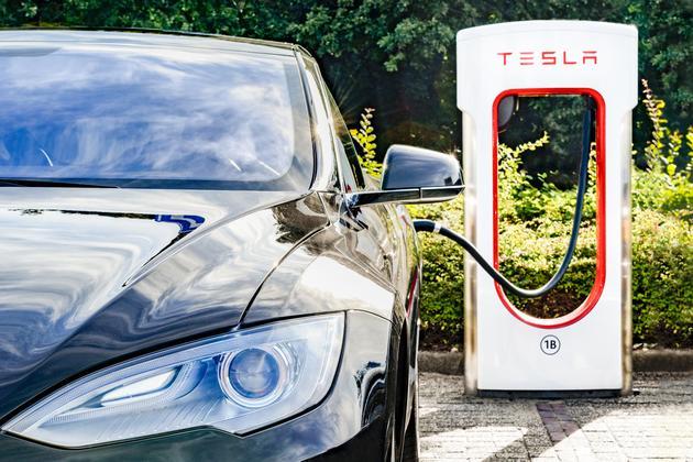 设备被滥用:特斯拉不鼓励商用电动车使用超级充电站