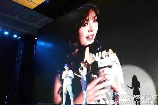 WCA2014发布会上的茅侃侃(左)和柳岩