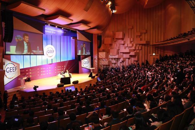 对话会现场,近1000名在校生、年轻人参与