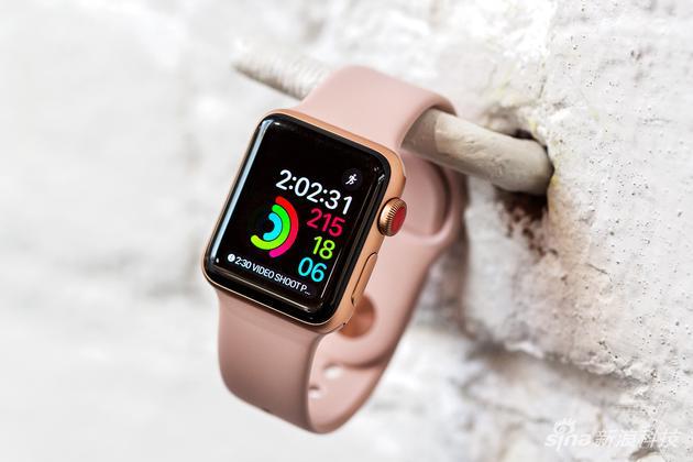 Apple Watch 3的表冠是红色的