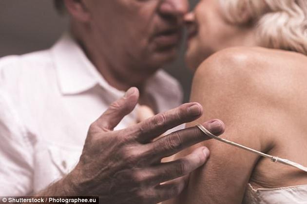 最新一项调查报告显示,单身男女最佳性生活体验期是60多岁。