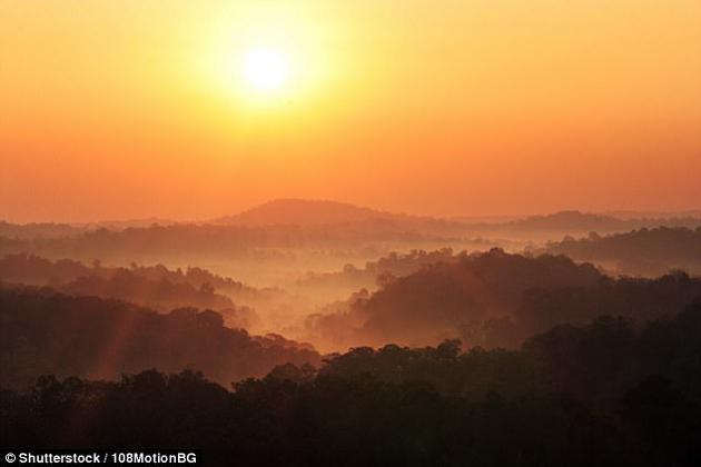 """目前,美国加州大学圣地亚哥分校科学家认为,他们已精确地发现下一次太阳极小期的发生时间,太阳最早将在2050年开始变得""""异常寒冷""""。"""
