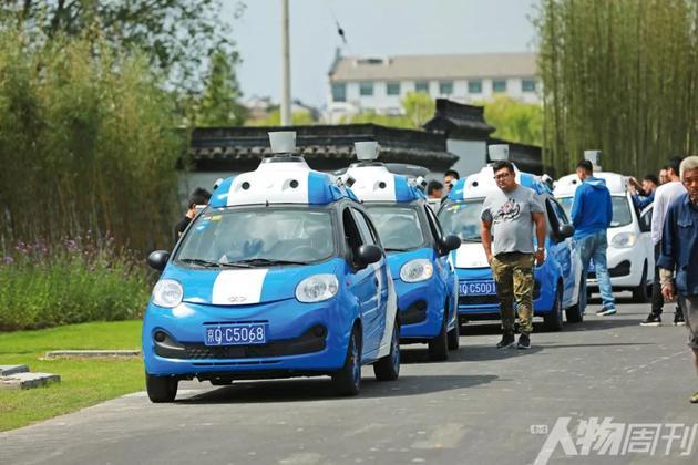 2016年11月16日,浙江乌镇,百度无人车在镇区道路上测试行驶