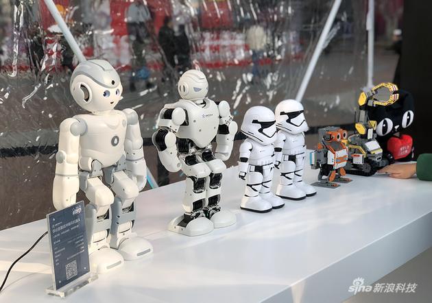不同种形态的机器人