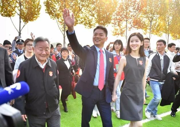 刘强东寻祖背后乱象:有人翻遍族谱 有人进警局查线索
