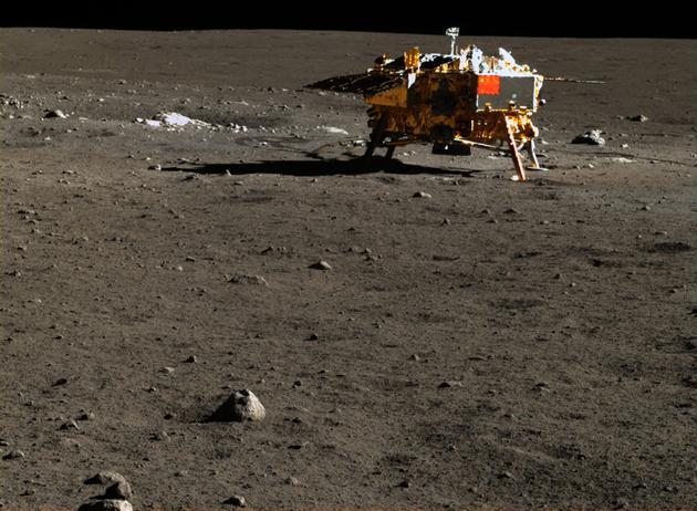 """2013年成功着陆月球的""""嫦娥-3号""""着陆器"""