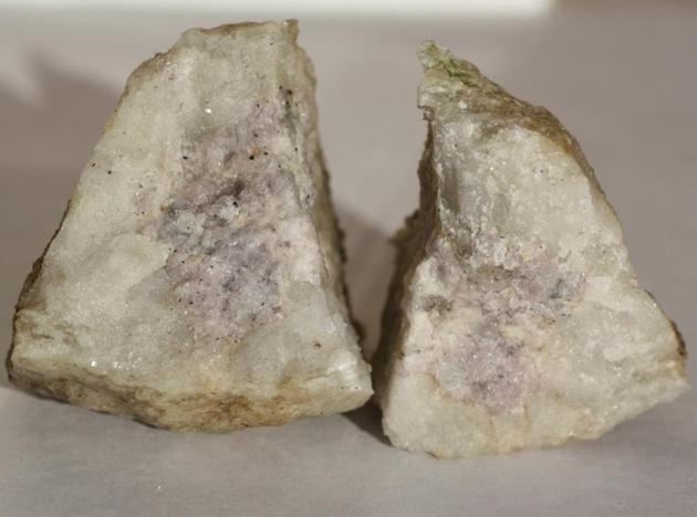 镁铝硅岩样本