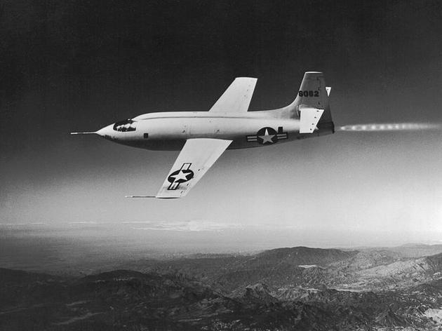 图为试飞中的Bell X-1火箭飞机