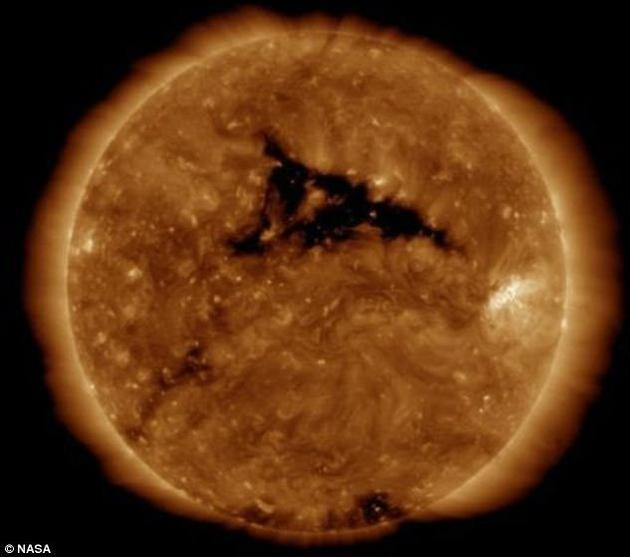 太阳风暴再抵地球高纬度地区或能看极光对地球影响不大