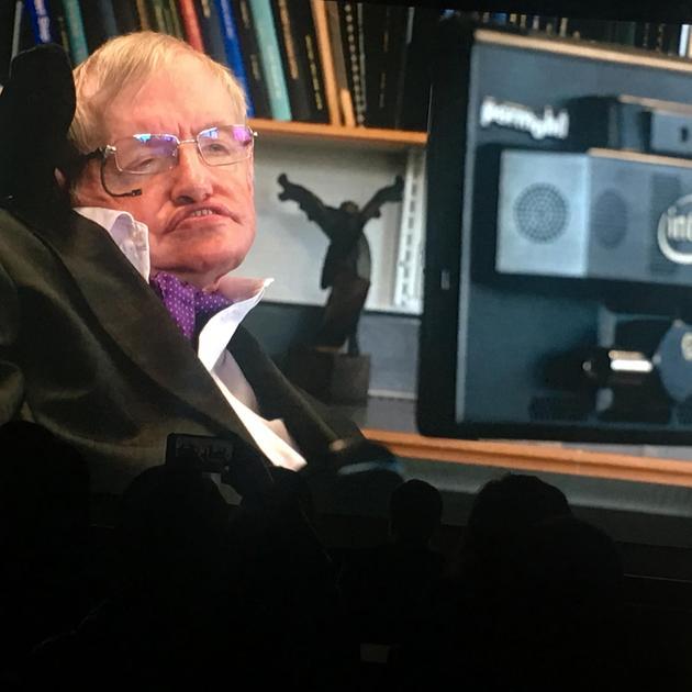 霍金通过视频发表了关于人工智能的演讲