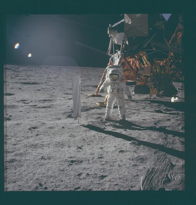 阿波罗11号任务在月球表面留下了不少物品。