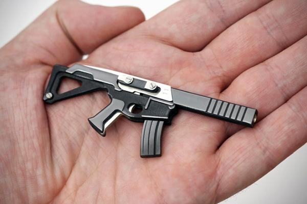 这个看着像枪的家伙 其实是世界上最小多功能刀