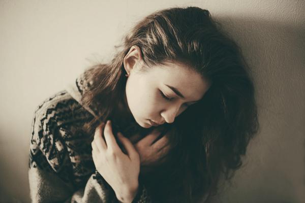 内心情绪的细腻写照 浮现于表情的少女内心
