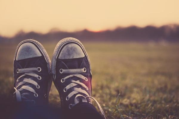 可重复使用的鞋套 不用抻手轻轻一踩就成了