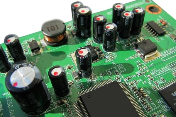 2吨电子垃圾做成艺术品 里面有你扔的旧手机