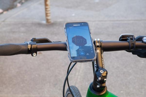 """自带""""潜望镜""""的手机壳 让手机秒变运动相机"""