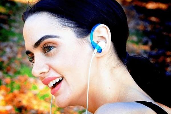 普通耳机秒变运动耳机 动作再大也不会掉出来