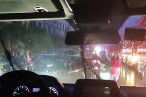 子弟兵来了!武警官兵携卫生防护装备赴泸县展开救援