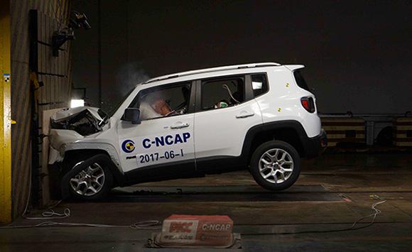 广汽菲克Jeep自由侠正面100%碰撞试验
