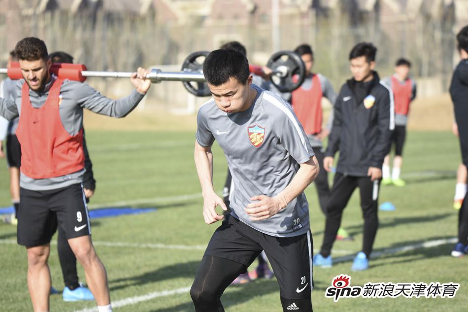 天健权健队公开训练 孙可伤愈归队参加合练