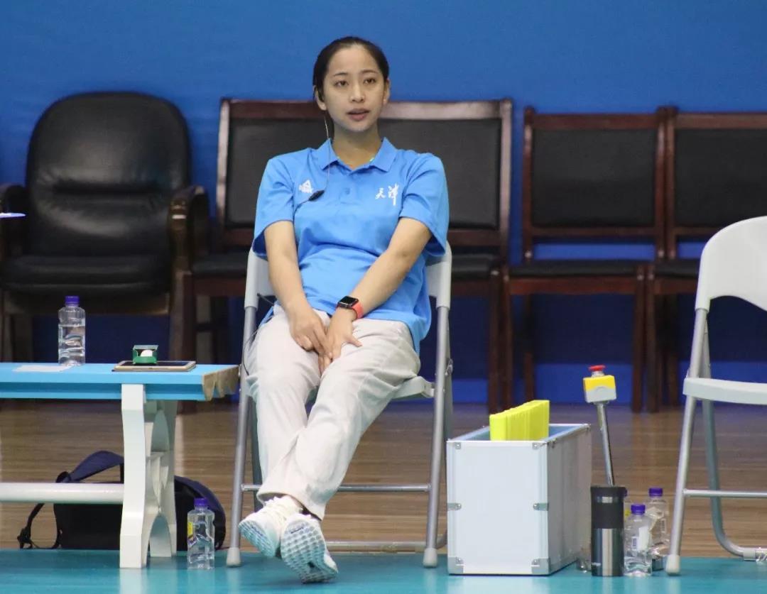 王宝泉、王茜并肩作战 助力天津青年女排
