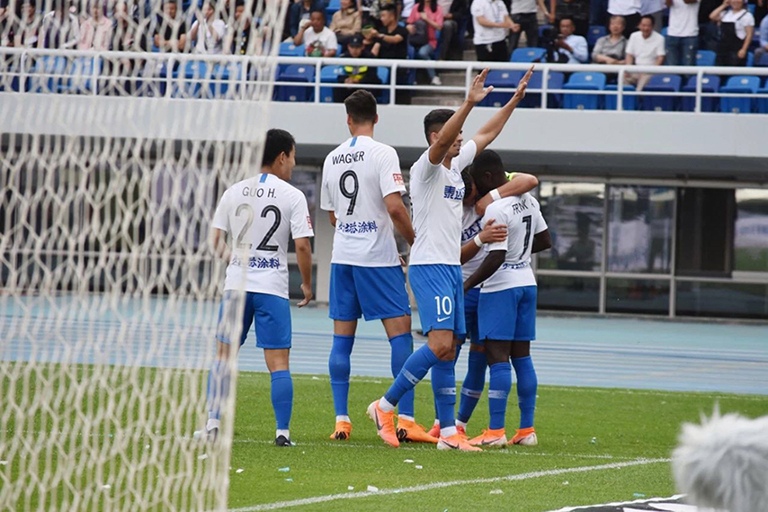 中超-乔纳森梅开二度 泰达主场2-0胜华夏