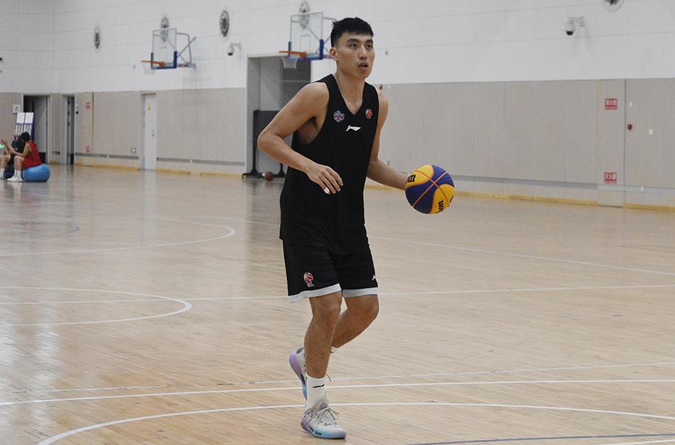 马不停蹄转战全运预赛 天津男篮球员不停歇