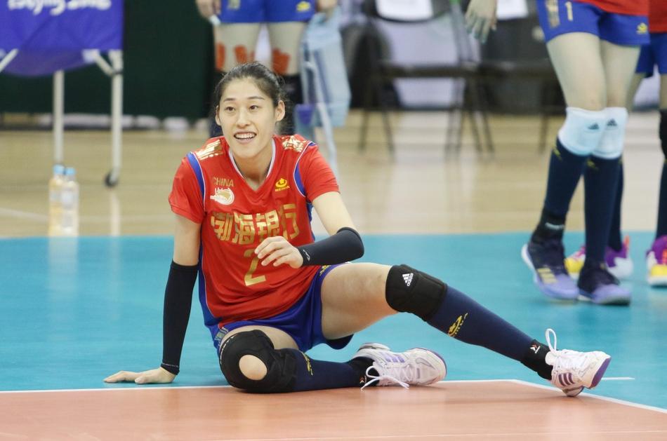 亚俱杯-天津女排3-1泰国第五次捧杯