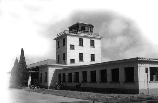 1953年投入使用的航站楼