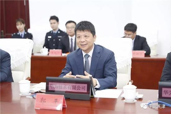 华为技术有限公司副董事长、轮值董事长郭平出席签约仪式