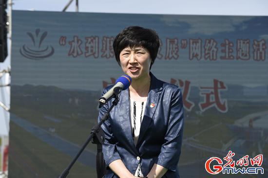 河南省委网信办主任郭岩松介绍出席领导