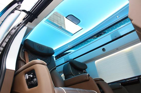 驾驶舱保留原汁原味的新美系风格,粗犷中带精致,视野高挑开阔,驾驶感极佳。