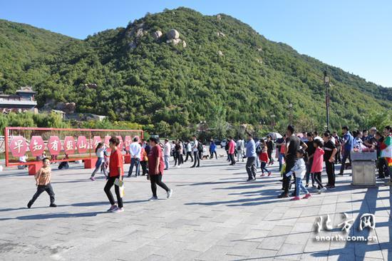 盘山景区吸引众多游客