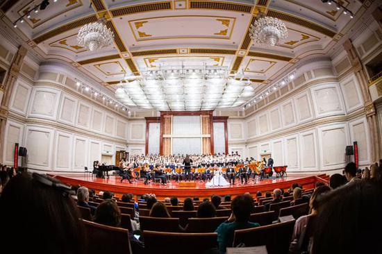 天津惠灵顿学校合唱团唱响旷世名作《布兰诗歌》