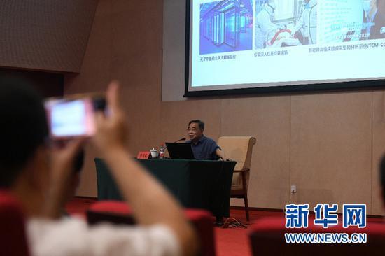 7月30日,张伯礼院士在作专题报告。