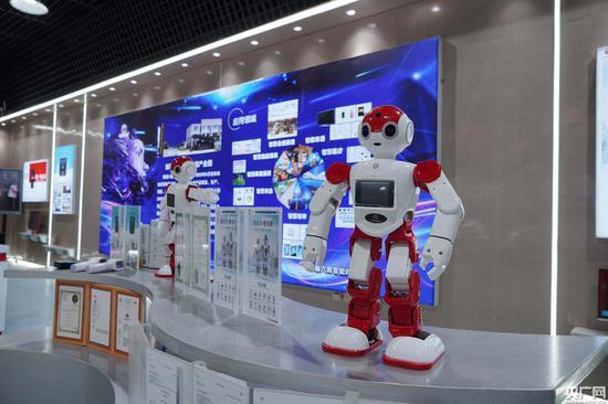 数字电子示范区内企业产品(央广网发 通讯员冯浩然 摄)