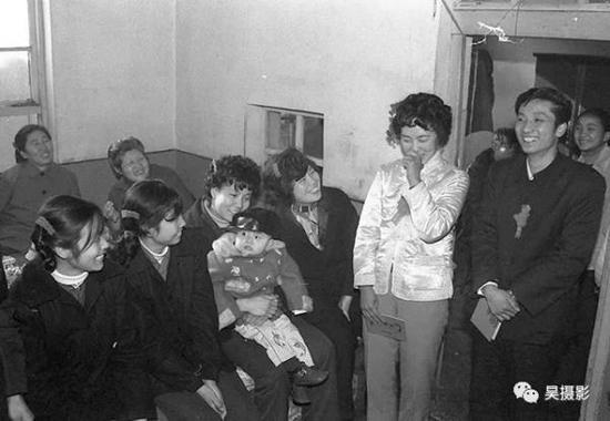 1984年1月,上世纪80年代的喜庆婚礼。韩振铎摄