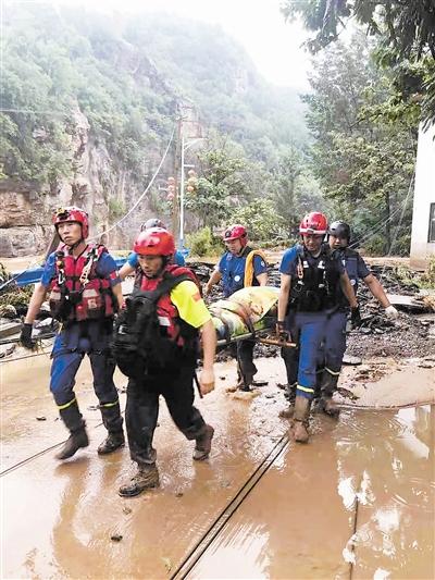 天津社会各界积极行动起来 驰援河南抢险救灾