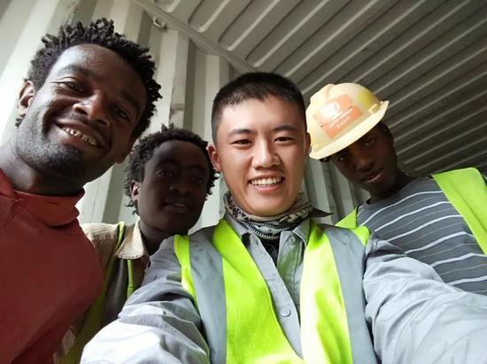 2016年在埃塞俄比亚修建工业园时的单良