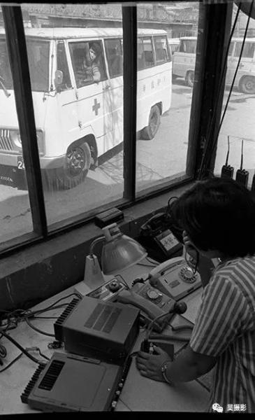 1987年7月,医疗急救站更换新型救护车。仇伟军 摄